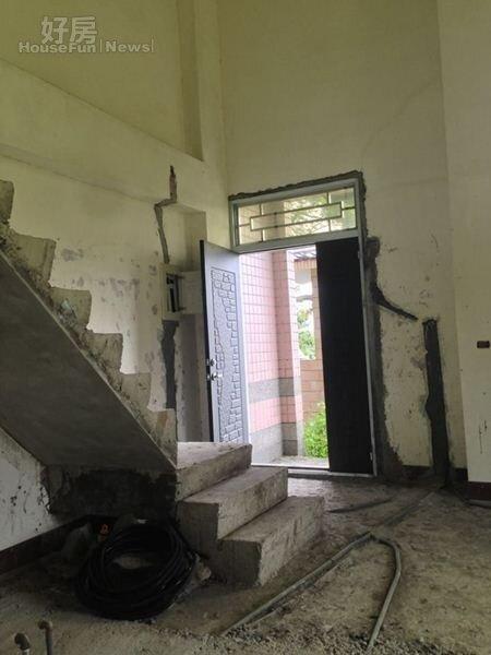 2.原始的屋況相當慘烈,幾乎就像是廢墟。