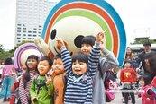 大氣球踩街 耶誕城邀你童樂