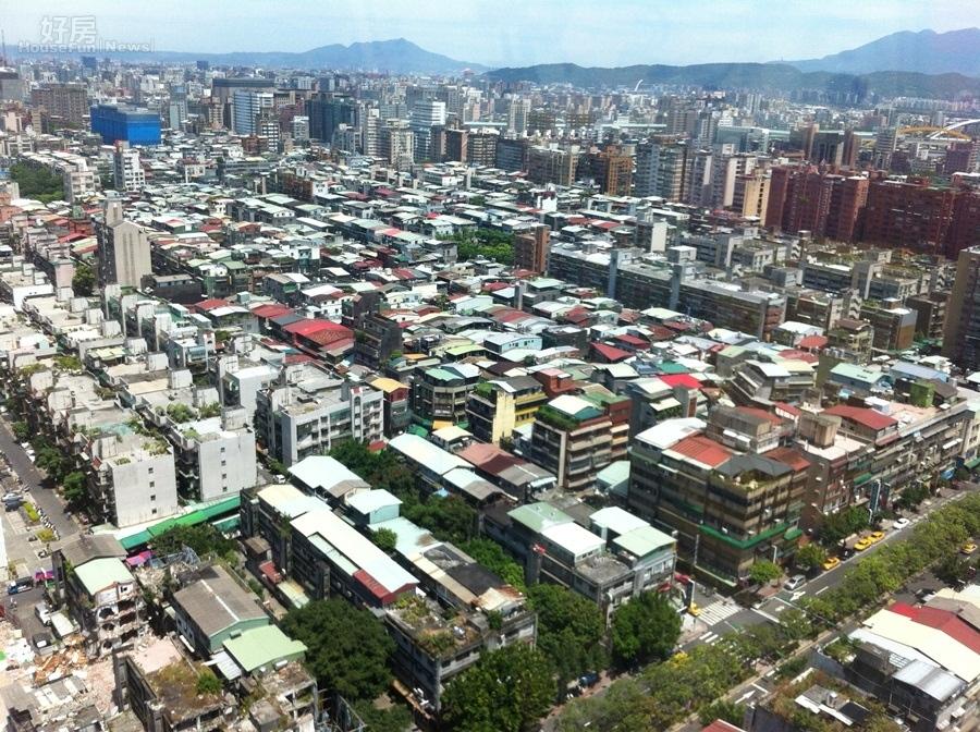 台北市市容老舊,常令觀光客搖頭嘆息。 (吳光中/攝)
