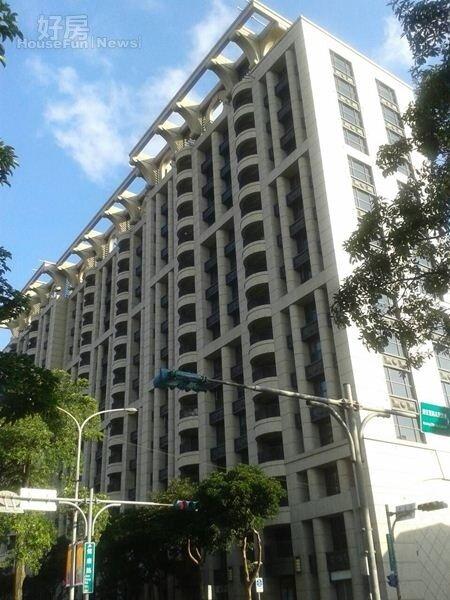 4 林心如在台北市買下位於健康路的國美「新美館」。