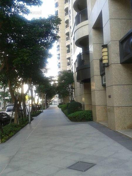6大樓前的人行道規劃完善。