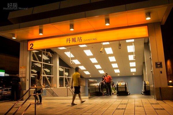 捷運丹鳳站夜景。(業者提供)