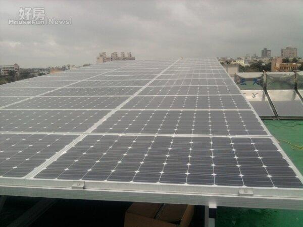 高雄日照長,市府推屋頂設置太陽能板(高雄市都發局)