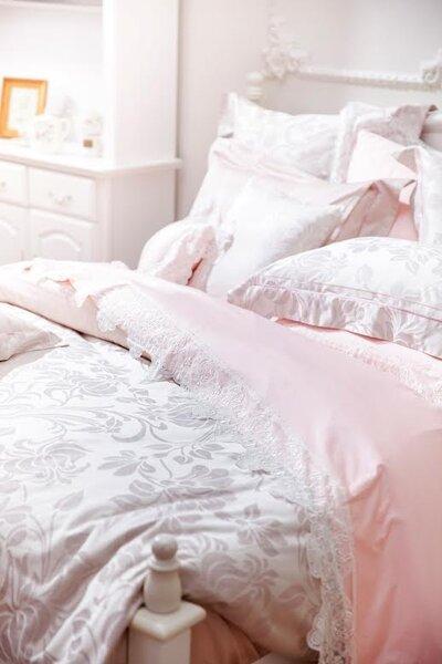 想替家裡增添年味,但又覺得傳統大紅色太過強烈的人,建議使用同樣具喜慶意涵的粉紅色,不但應景,更添浪漫氣息。(BBL Premium提供)