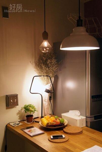 4.熊秋葵喜歡購買各式各樣造型燈具,光整個家裡燈具至少有超過20種。