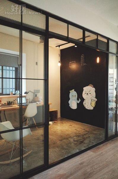 5.個人工作室改以強烈Loft工業風呈現,右側一整面黑板牆,熊秋葵表示將來可當成小孩畫畫空間。