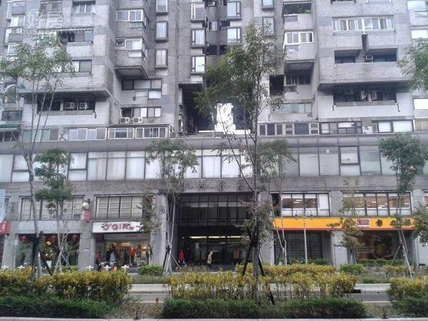 2一樓有銀行進駐,住戶匯兌、存款相當方便。