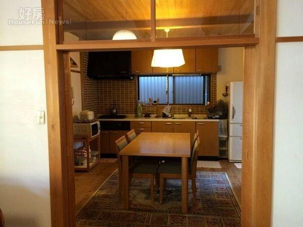 8.餐廳廚房走溫馨風,搭配暖色系燈光,讓人在這裡能平靜的用餐。