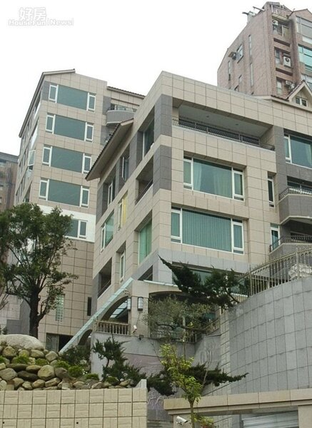 2永真居前棟為阿姑一家人居住,後棟則以「周遊列國」出售三至六樓。