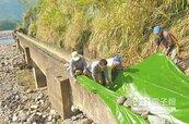 原鄉缺水 農民塑膠布引水灌溉