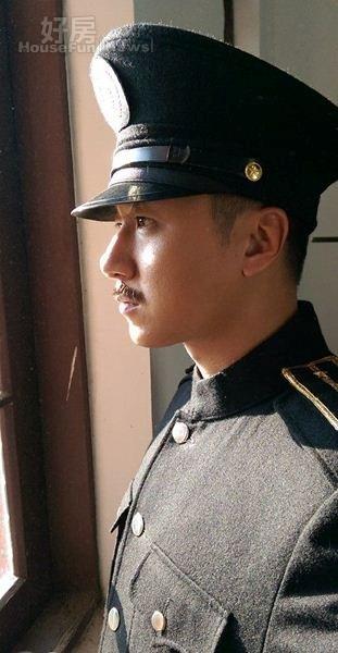 1.曹景俊在台視戲年度大戲《春梅》中飾演日劇時代日本警察,對毫無日語基礎的他來說,最大挑戰就是要在劇中開口說日語。(曹景俊臉書專頁)