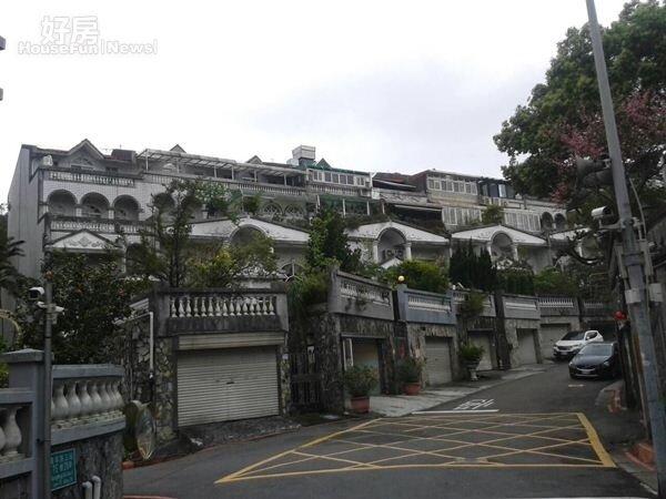 2連棟式別墅是「湖山村」一大特色。