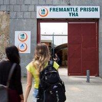 笑著體驗「牢獄」生活 澳洲女子監獄變青年旅館