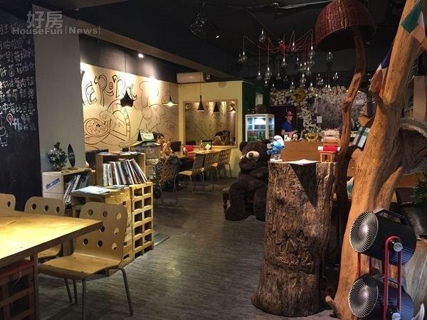 5.35坪大的餐廳,扣除開放式廚房,還有很大的活動空間。