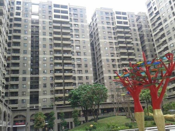 4「未來市」建材高檔,房價已從每坪15萬漲破30萬元。