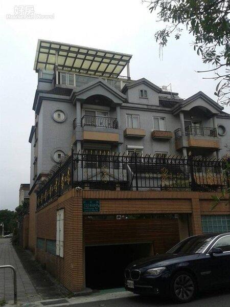 7「大華山莊」有部分別墅擁有私人車庫。