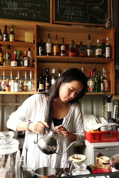 9.「Our老房子咖啡屋」提供有專業才華的人打工換宿,現任店長張怡婷就是從屏東來Working Holiday的。